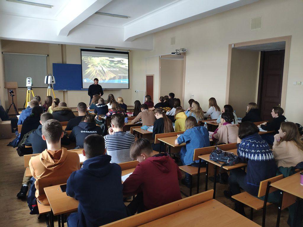 Традиційна лекція з топографії від Прядки Констянтина, представника компанії HEXAGON